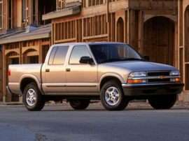 2004 Chevrolet S-10 LS 4x4 Crew Cab 122.9 in. WB