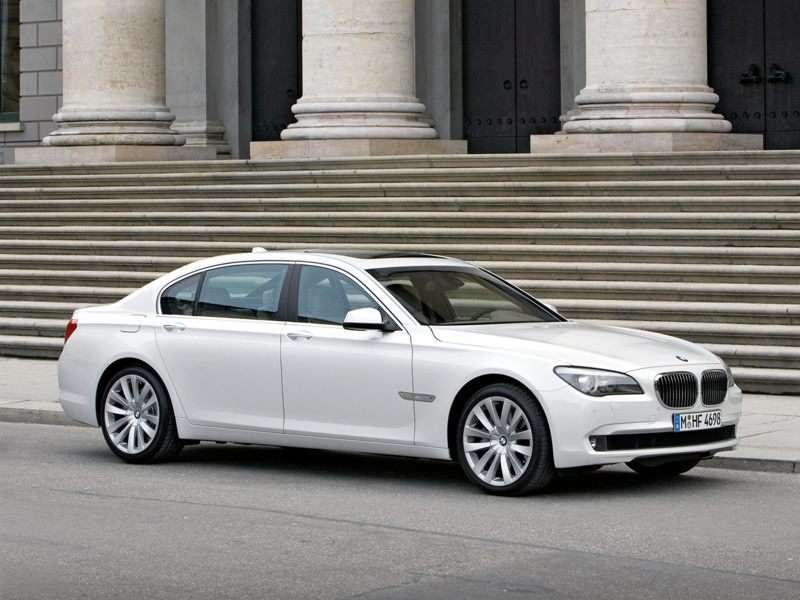 Research the 2013 BMW 760