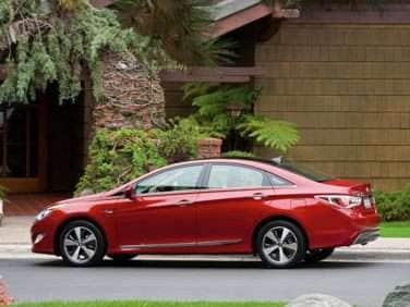 2013 Hyundai Sonata Hybrid Returns with Improved Drivability