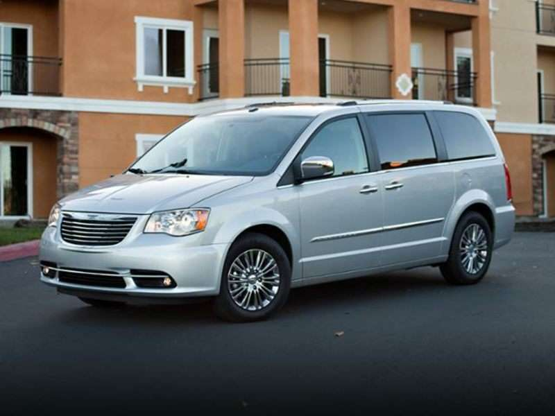 Research the 2013 Chrysler Town and Country
