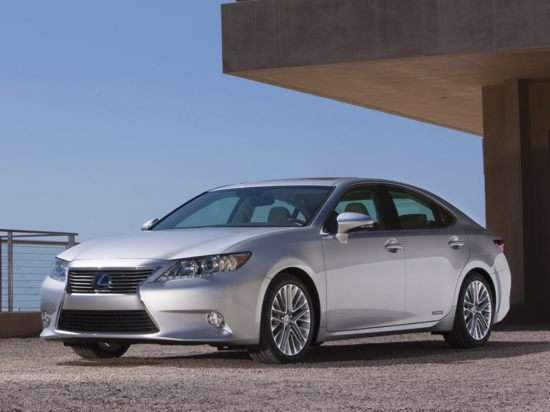 2013 Lexus ES 300h: Video Road Test & Review