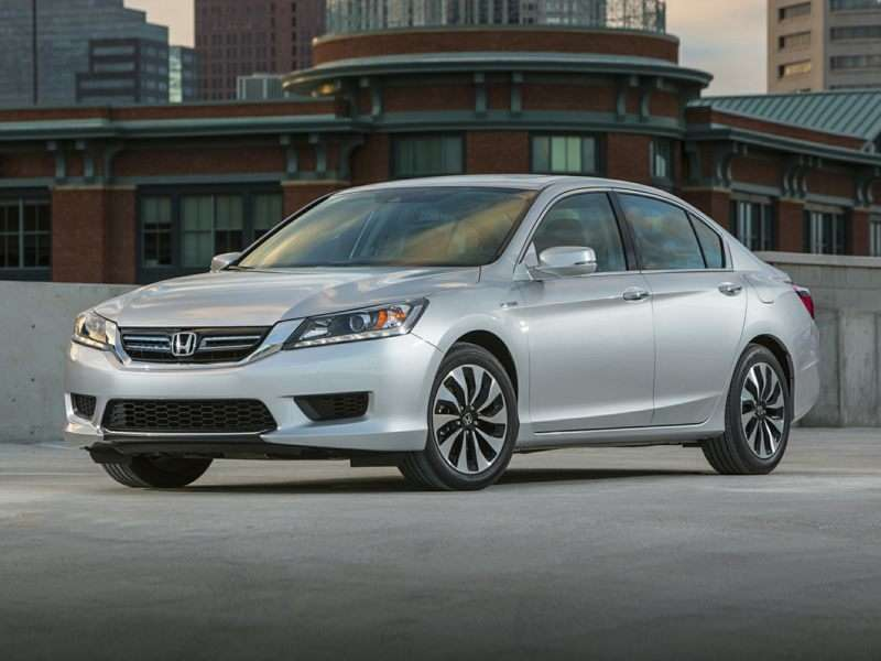 Research the 2015 Honda Accord Hybrid
