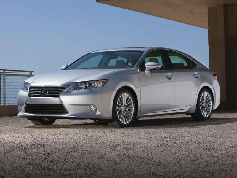 Research the 2015 Lexus ES 300h