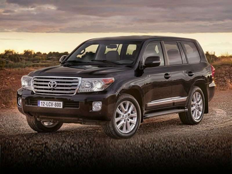 Research the 2015 Toyota Land Cruiser