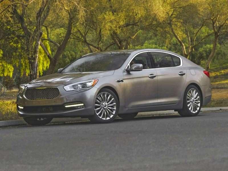 10 Best V-8 Sedans For 2016