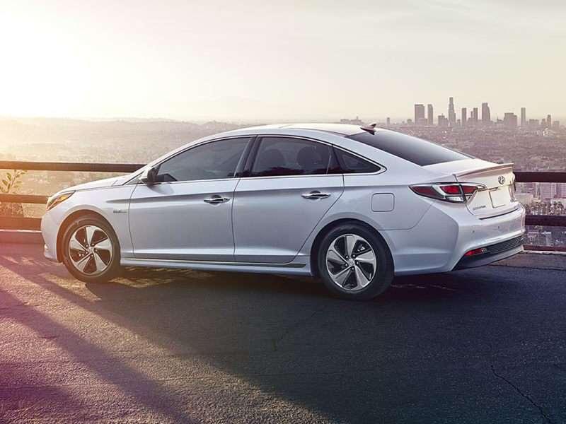 Research the 2017 Hyundai Sonata Hybrid