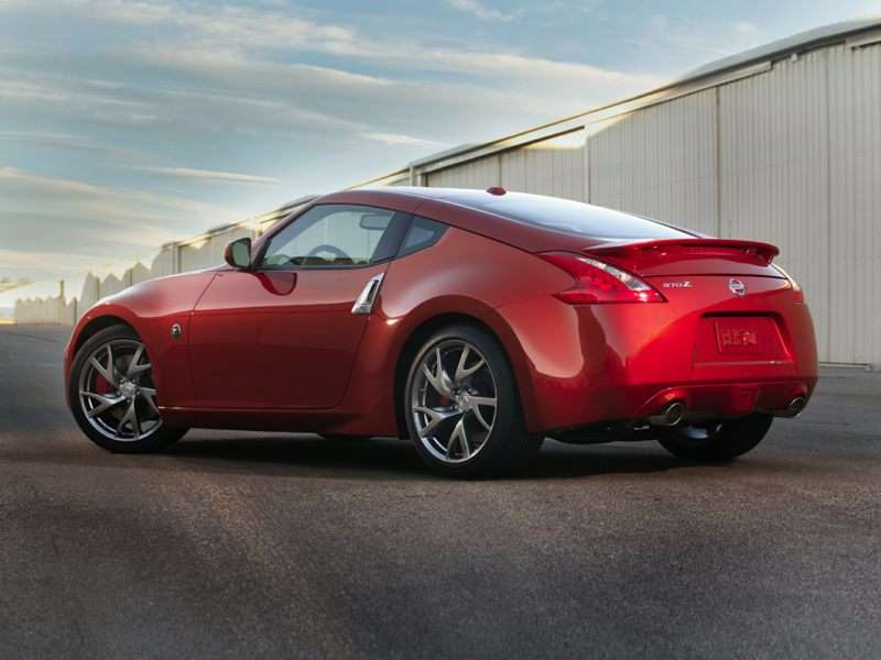 Research the 2017 Nissan 370Z
