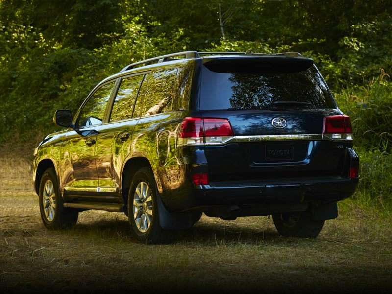 Research the 2017 Toyota Land Cruiser