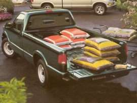 1999 Chevrolet S-10 Base 4x2 Regular Cab 6 ft. box
