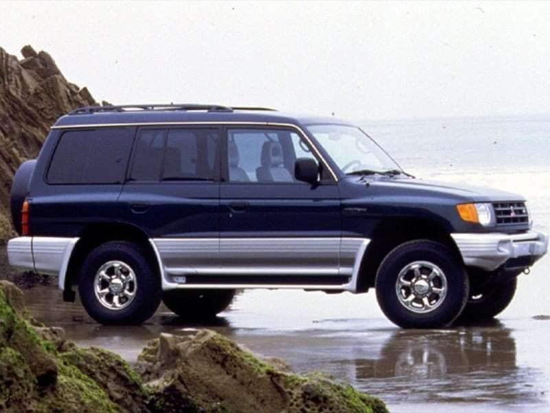 1999 Mitsubishi Montero Pictures including Interior and Exterior Images | Autobytel.com