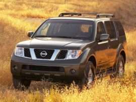 2005 Nissan Pathfinder XE 4x2