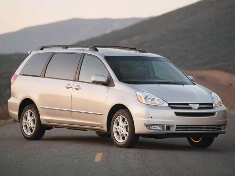 Research the 2005 Toyota Sienna