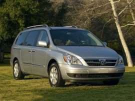 Hyundai Discontinuing Production of Entourage Minivan
