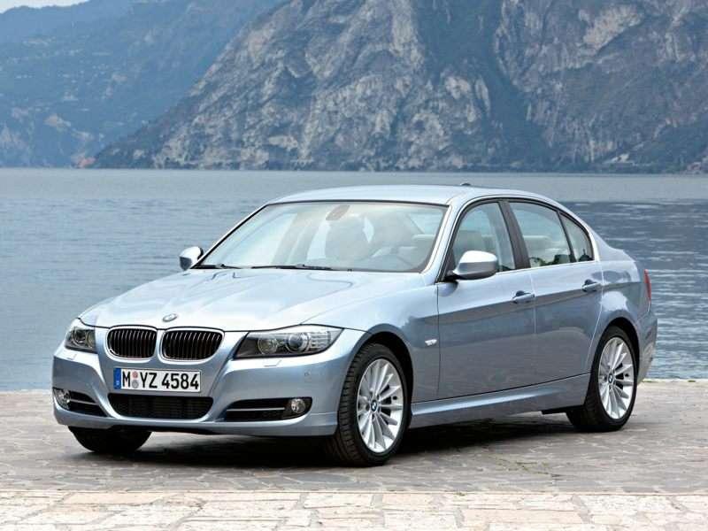 KBB.com 2009 BMW 335 Overview