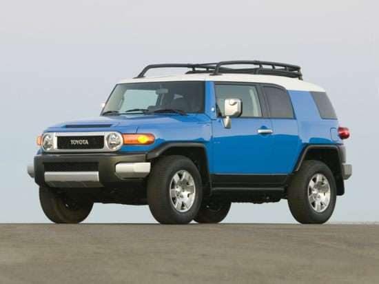 2010 Toyota FJ Cruiser Bumps Power, Fuel Economy