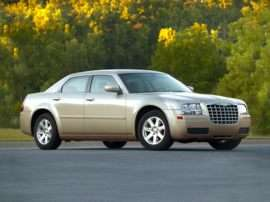 2010 Chrysler 300 Touring/Signature Series/Executive Series 4dr Rear-wheel Drive Sedan