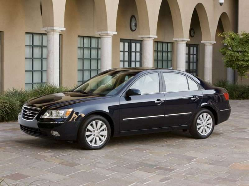 Research the 2010 Hyundai Sonata