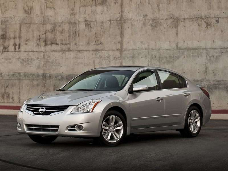 Research the 2010 Nissan Altima