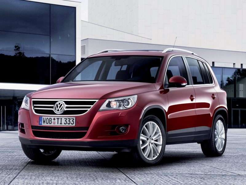 2010 volkswagen tiguan pictures including interior and exterior images. Black Bedroom Furniture Sets. Home Design Ideas