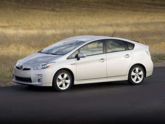 2012 Toyota Prius v Details Released, Launch Delayed