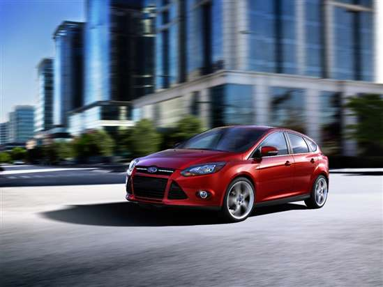 2014 Ford Focus SE Sedan Test Drive Video Review
