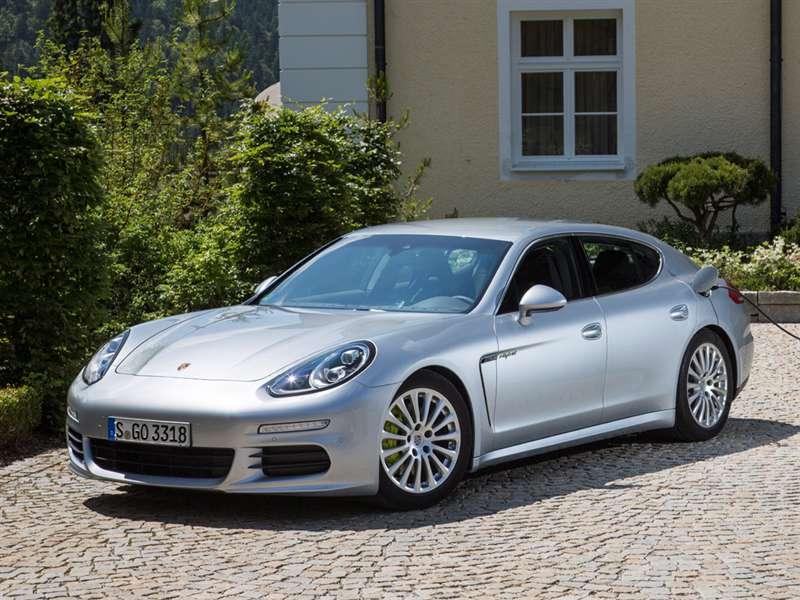 Research the 2015 Porsche Panamera e-Hybrid