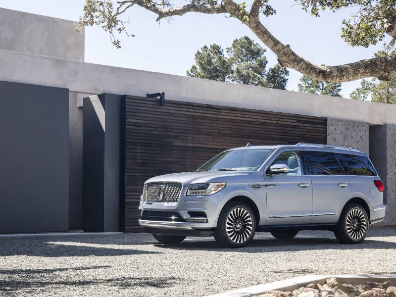 10 Things You Need to Know About the 2018 Lincoln Navigator