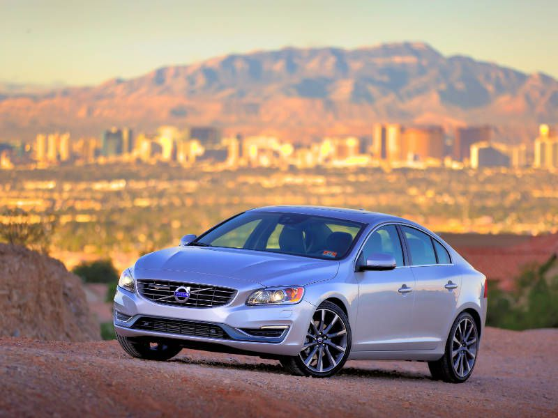 2017 Volvo S60 Road Test and Review