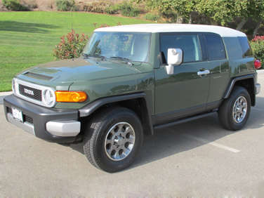 2012 toyota fj cruiser road test and review. Black Bedroom Furniture Sets. Home Design Ideas