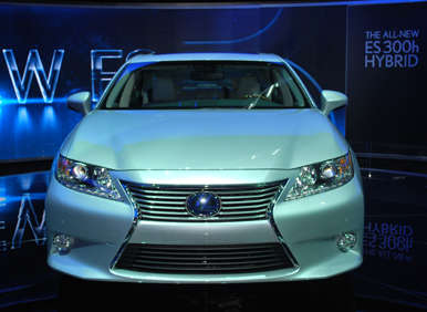 2012 New York Auto Show Debut: 2013 Lexus ES