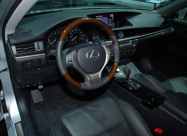 2013 Lexus ES Debut: Styling
