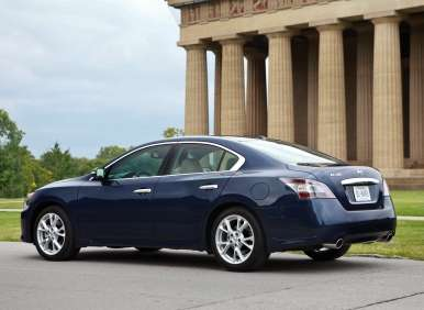 Comparison Road Test and Review: 2012 Nissan Maxima 3.5 SV vs. 2012 Honda Accord EX-L V6 Sedan