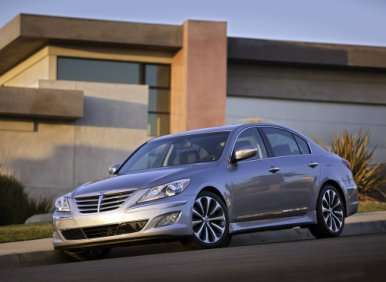 2013 Hyundai Genesis: More Technology, Fewer Engines