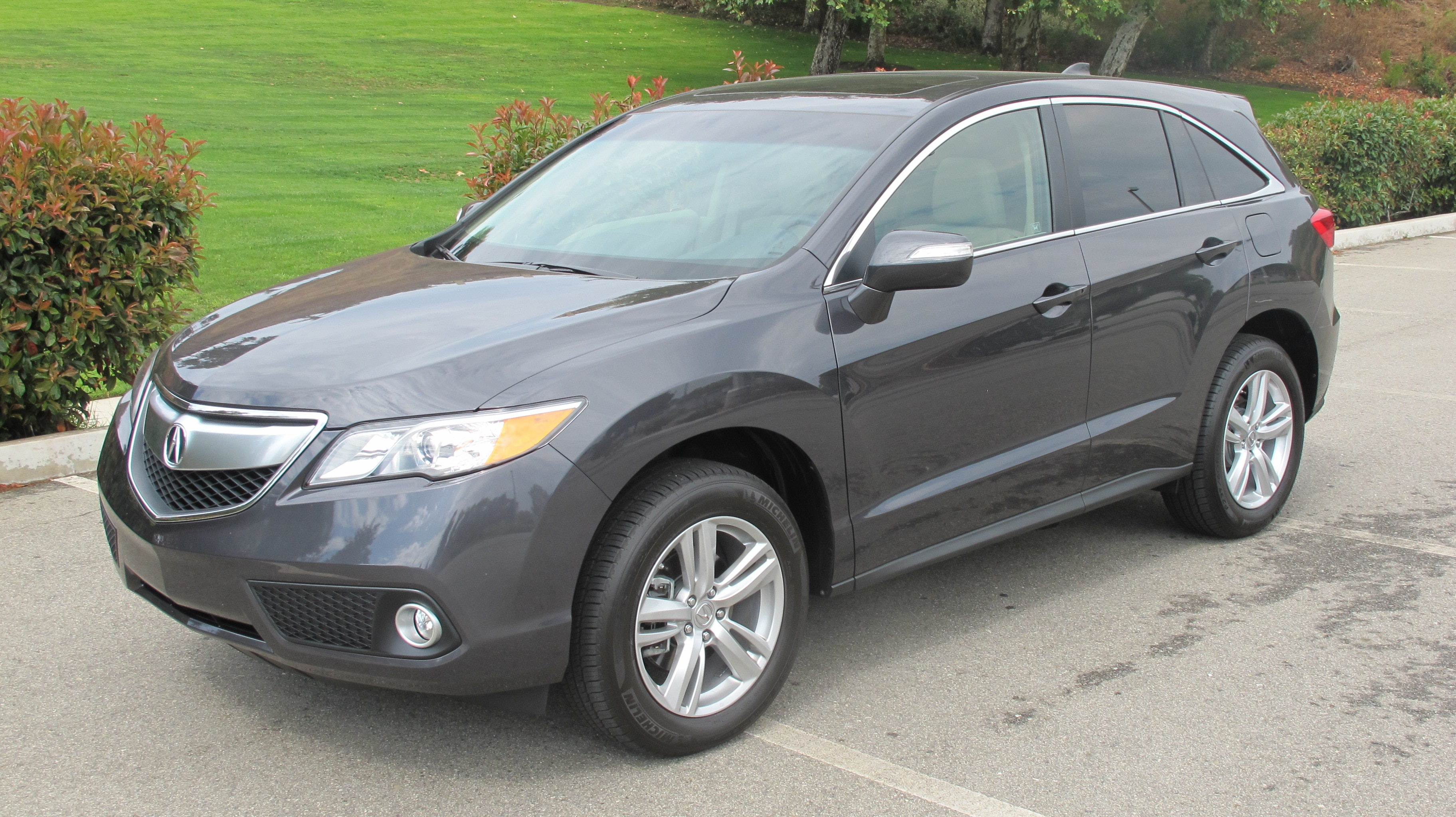 2013 Ford Edge Limited V6 AWD vs. 2013 Acura RDX AWD Tech