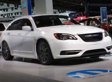 2013 Chrysler 200: S Marks the Spot