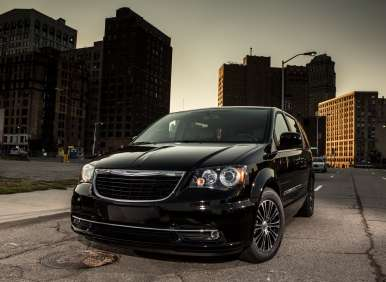 Blu-Ray Premieres on 2013 Dodge Grand Caravan, Chrysler Town & Country
