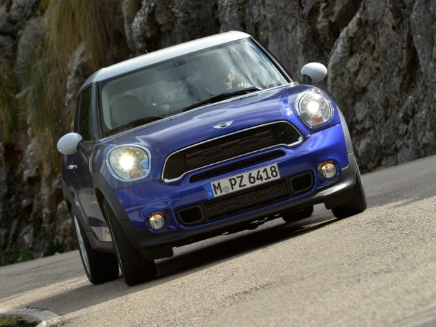 2013 MINI Cooper Paceman Road Test & Review: Features & Controls