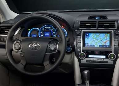 2013 Toyota Camry Debuts with Superior Interior