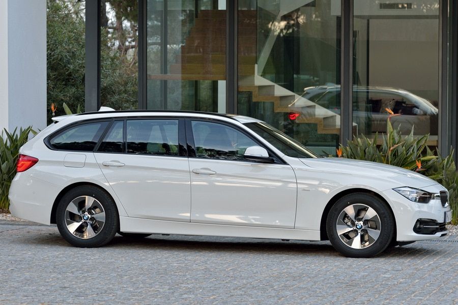 2015-BMW-3-series-wagon-profile-white-glass-house