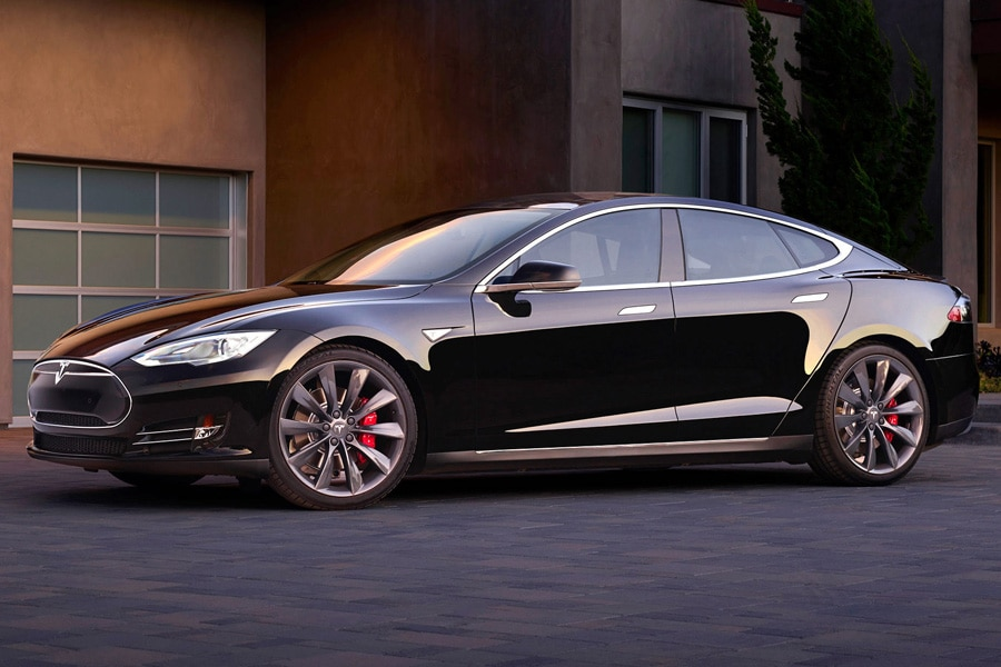 2015-Tesla-Model-S-90D-black-profile-in-front-of-modern-house