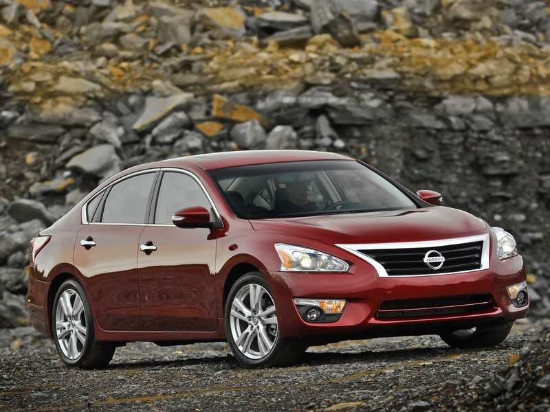 2014 Nissan Altima: There's an Apps for That