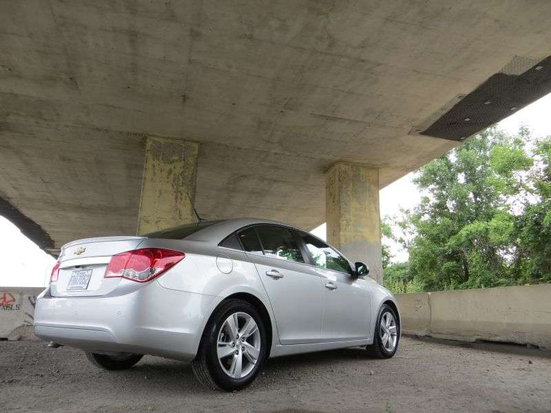 2014 chevrolet cruze diesel review details and differences autos weblog. Black Bedroom Furniture Sets. Home Design Ideas