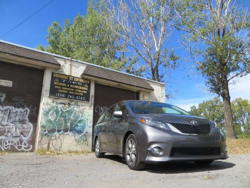 2013 Toyota Sienna SE Minivan Road Test and Review