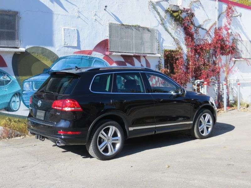 2014 Volkswagen Touareg TDI Road Test And Review | Autobytel.com