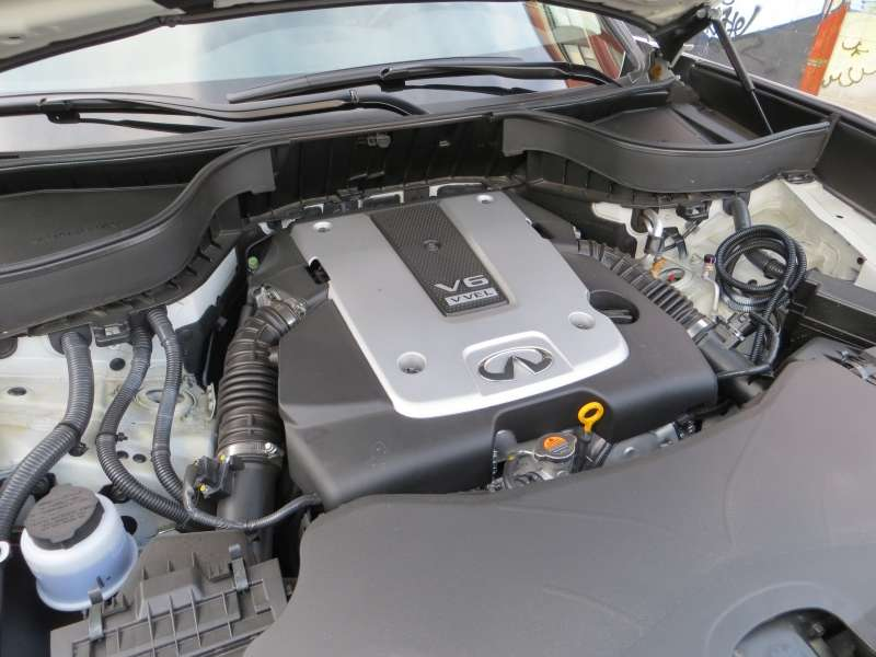 2014 Infiniti QX70 3.7 AWD Review: Engines