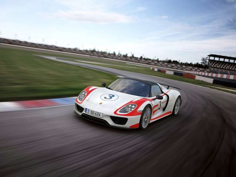 10 things you need to know about the 2015 porsche 918 spyder. Black Bedroom Furniture Sets. Home Design Ideas