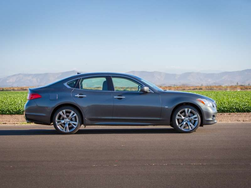 2014 Infiniti Q70 3.7S Road Test & Review