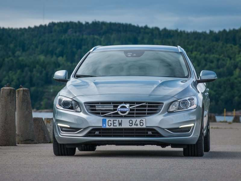 10 Reasons a Volvo V60 Is Better Than a Crossover