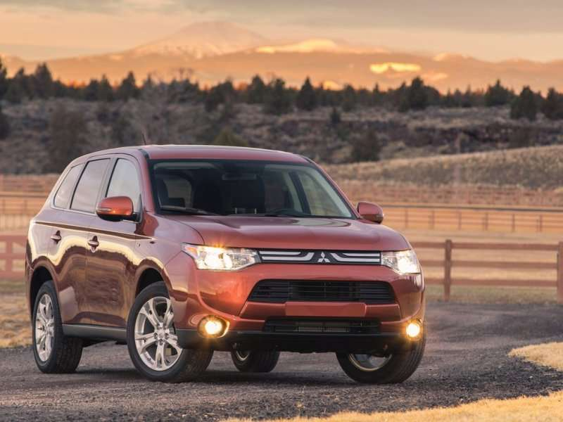 2014 Mitsubishi Outlander Scores Triple-digit April Gain