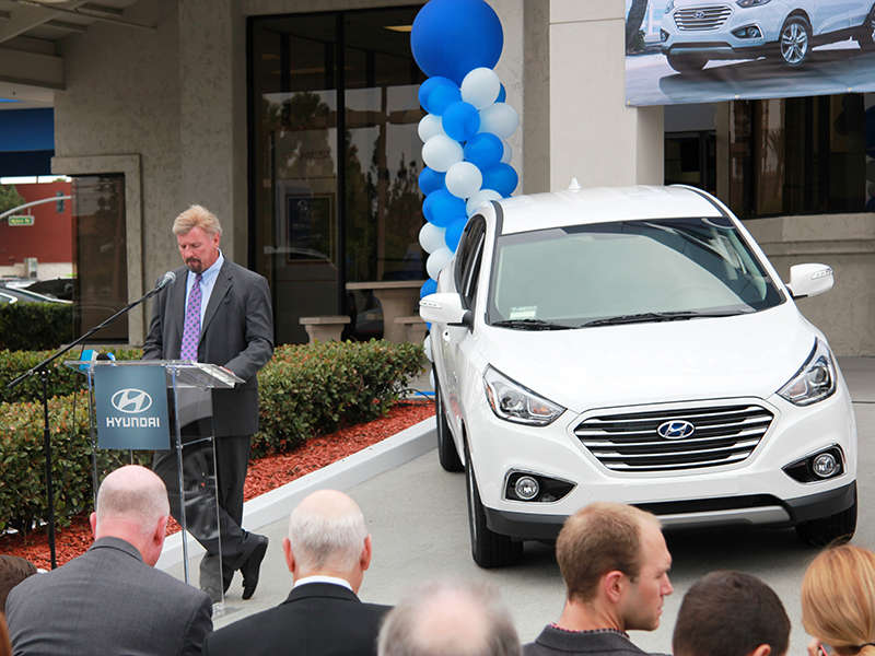 2015 Hyundai Tucson Hydrogen EV sold to 1st customer
